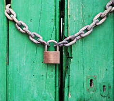 2014-07-life-of-pix-free-stock-photos-spain-door-padlock